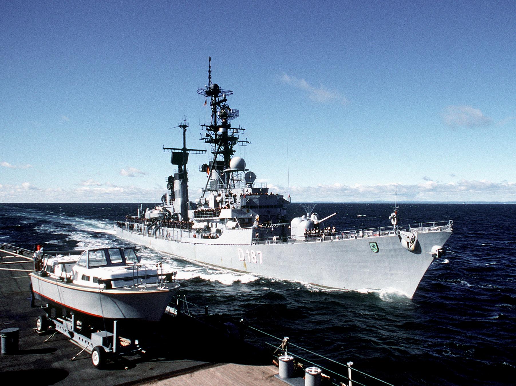 German_destroyer_Rommel_(D_187)_passing_USS_Iowa_(BB-61)_in_the_Atlantic_Ocean_on_1_September_...jpg